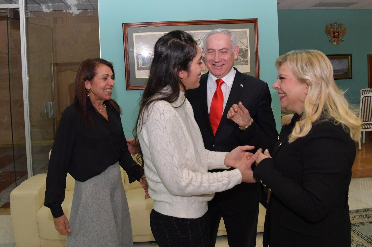 Naama Issachar with her mother Yaffa and Benjamin and Sara Netanyahu in Moscow  (Photo: GPO)
