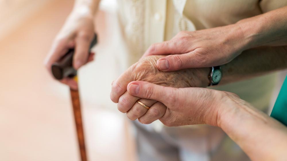 דנמציה אלצהיימר שכחה זקנה קשיש (ShutterStock)