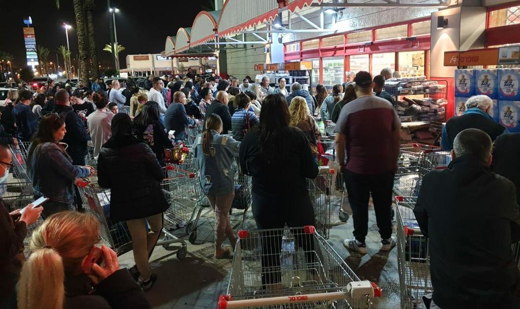 מתנפלים על הסופרמרקטים (צילום: בני דודפור ) (צילום: בני דודפור )