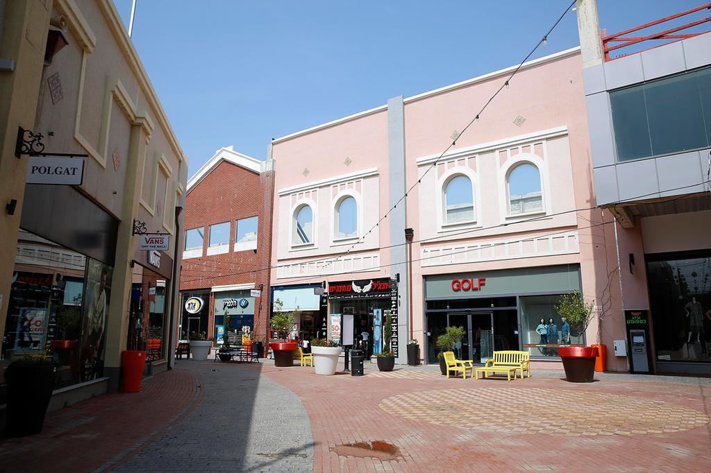 מרכזי קניות ריקים (צילום: AP)