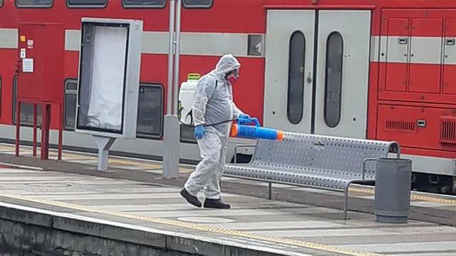Дезинфекция железнодорожной станции. Фото:
