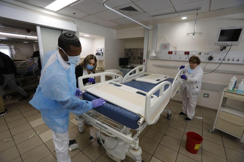 הקמה של מחלקה חדשה לטיפול בחולי קורונה בבית חולים איכילוב בתל אביב (צילום: שאול גולן)