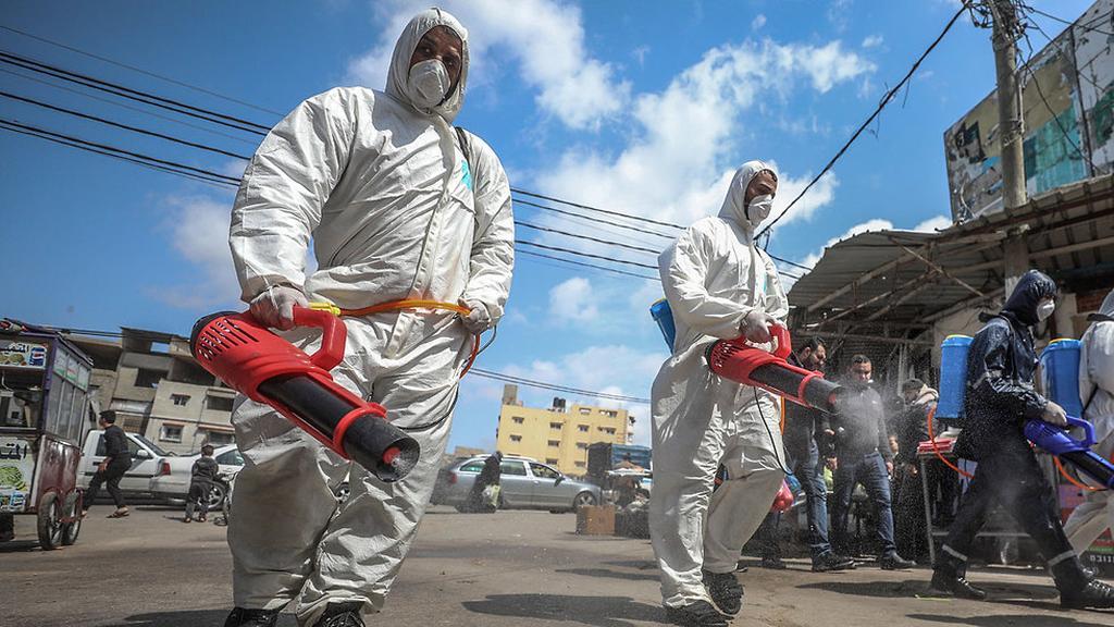 Дезинфекция в Газе. Фото: AFP ()