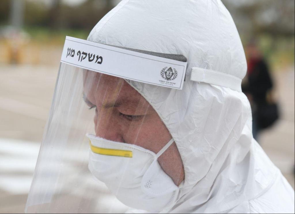 Сбор проб на коронавирус. Фото: Моти Кимхи  ()