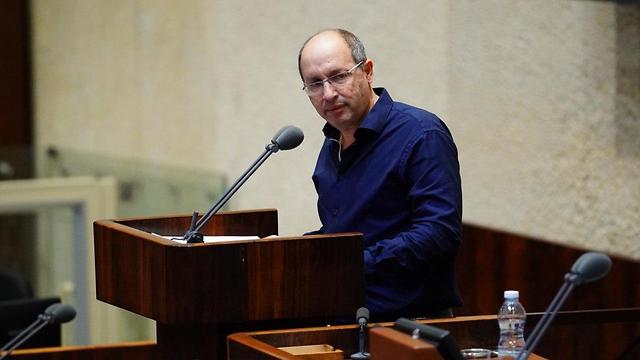 Blue & White MK Avi Nissenkorn in the Knesset  (Photo: The Knesset)