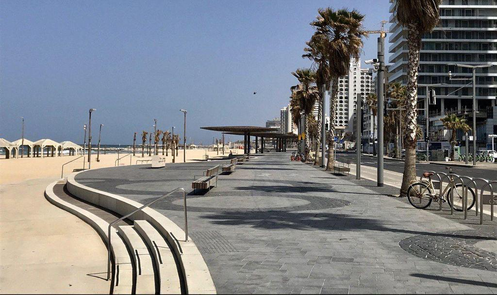 טיילת תל אביב ריקה בשבת בבוקר (צילום: מוטי קמחי)