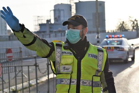 Блокпост полиции в Бней-Браке во время эпидемии. Фото: пресс-служба полиции ()