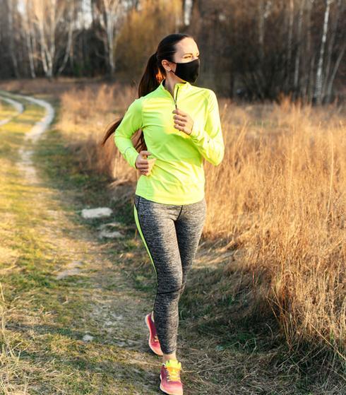 משרד הבריאות מחדד: מותר לבצע פעילות גופנית ללא מסכה (ShutterStock)