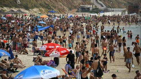 Crowded beaches in Herzliya  ()