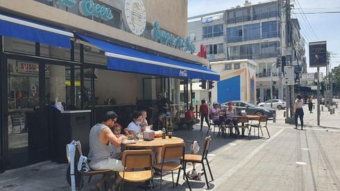 Ресторан на улице Герцль в Тель-Авиве ()