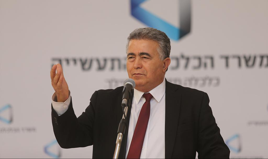 שר הכלכלה עמיר פרץ (צילום: אלכס קולומויסקי)