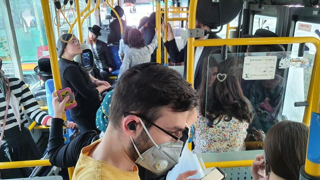 עומס בתחבורה הציבורית בחברה החרדית בירשולים בצל נגיך הקורונה (צילום: אלי מנדלבאום)