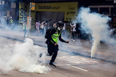 Hong Kong police fire tear gas as protesters decry China security law plan  ()