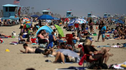 Packed beaches in California on Memorial Day  ()
