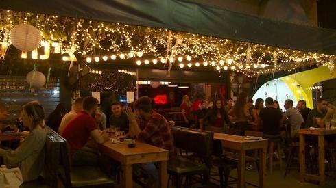המועדונים והברים ייסגרו? בר בתל אביב (צילום: חגי דקל)