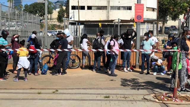 Нелегалы на юге Тель-Авива. Фото: Надав Абес ()