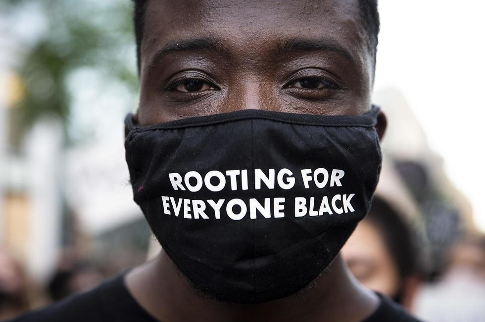 הפגנה מחאה מפגינים וושינגטון נגד גזענות אלימות שוטרים ג'ורג' פלויד (צילום: EPA)