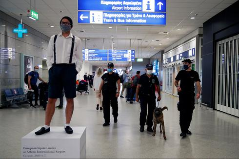 Travellers and staff wear masks at Athens airport  ()