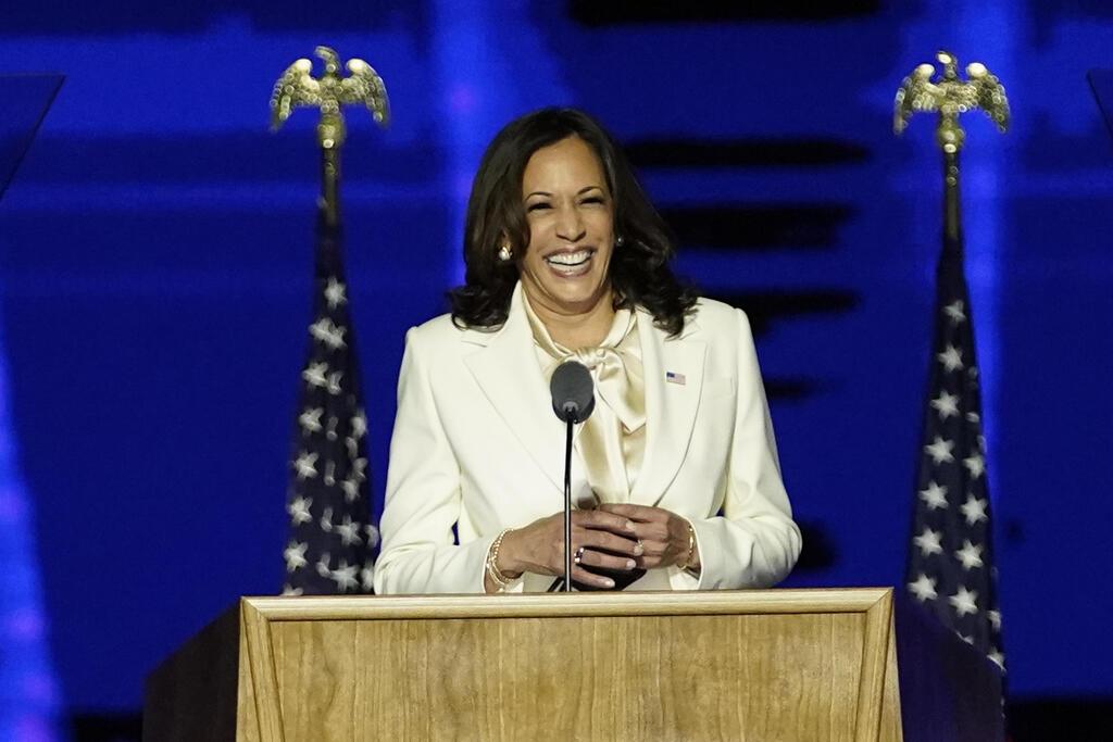 קמלה האריס בנאום הניצחון (צילום: EPA)